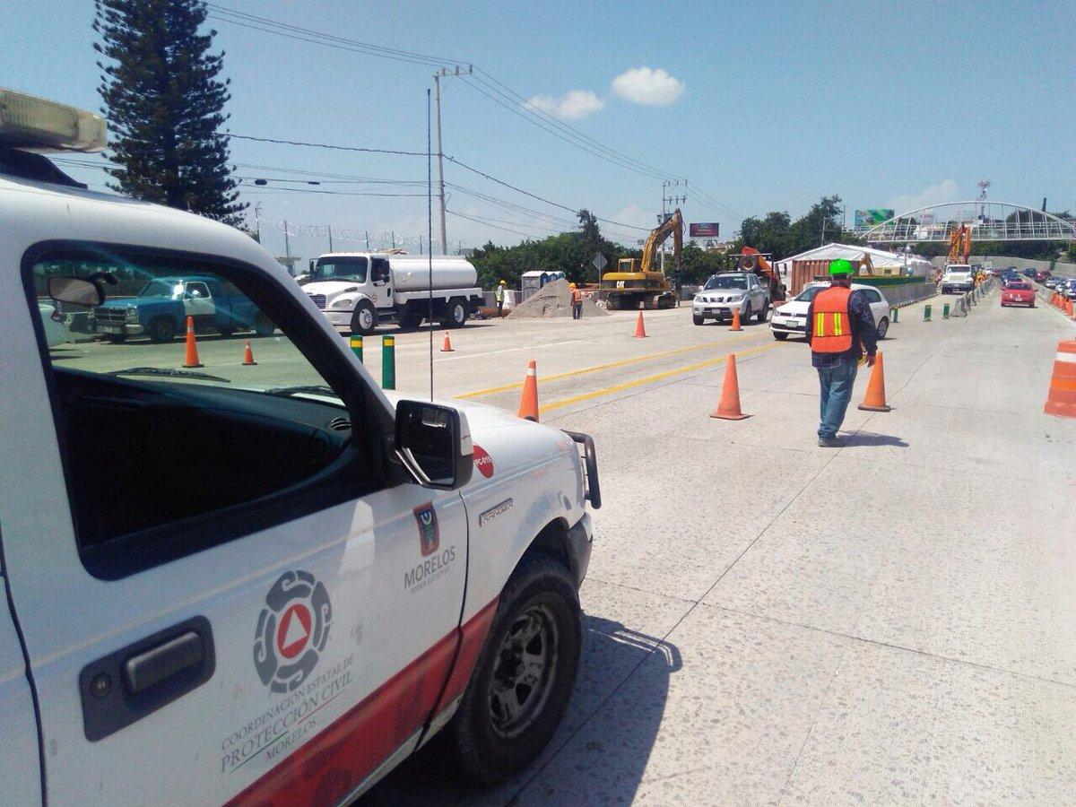 Socavón en Reynosa se traga revolvedora