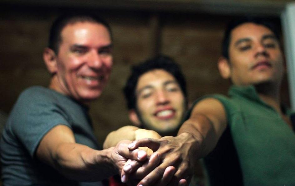 La unión de tres hombres genera polémica en Colombia (Foto: Facebook Victor Hugo Prada Ardila Vichu Prada)