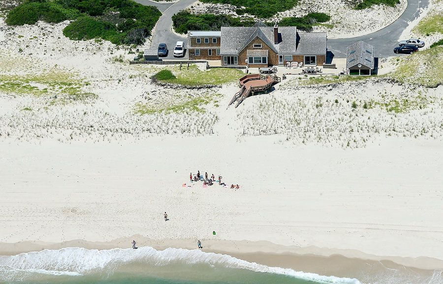 Gobernador de Nueva Jersey cierra playa y le llueven críticas