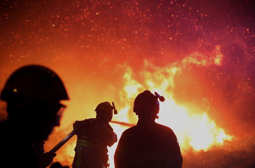 Incendio Forestal Francia Desalojo Bomberos Personas