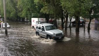 Lluvia provoca encharcamientos en Morelia, Michoacán