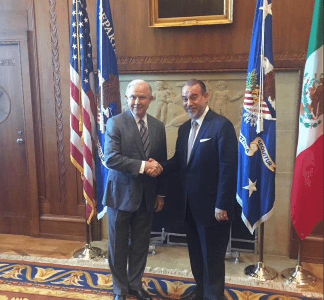 Jeff Sessions y Raúl Cervantes