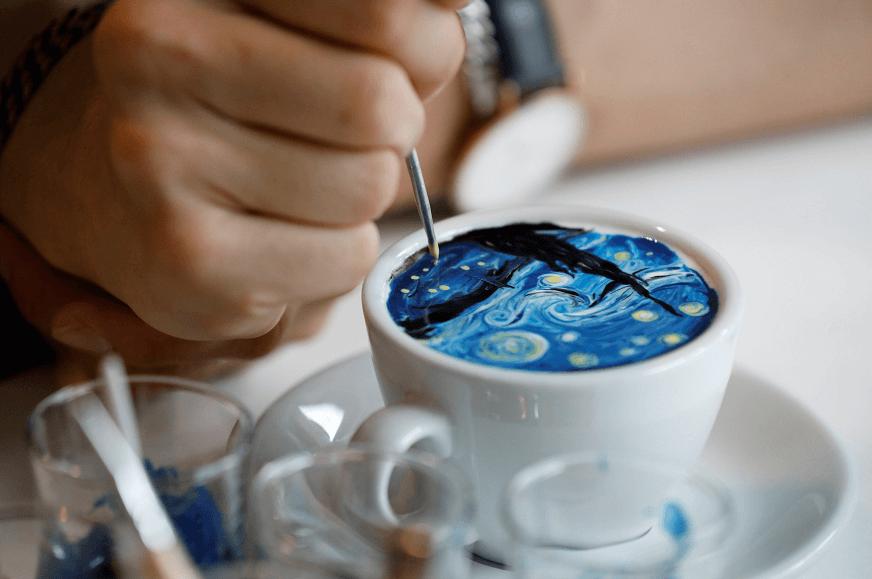 'La noche estrellada' de Vincent Van Gogh es recreada en crema de cafe