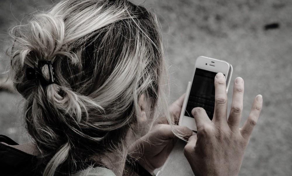 Mujer, Cargos criminales, exmarido, llamada, telefónica, violencia doméstica