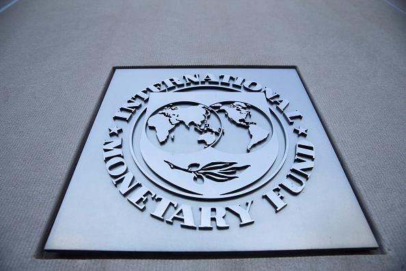 Logo del Fondo Monetario Internacional en su sede en Washington