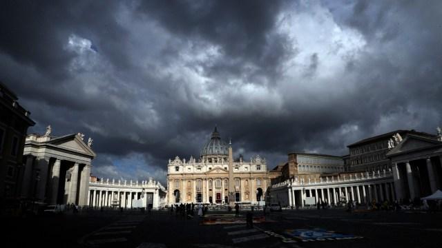 Los escándalos sacuden en el Vaticano