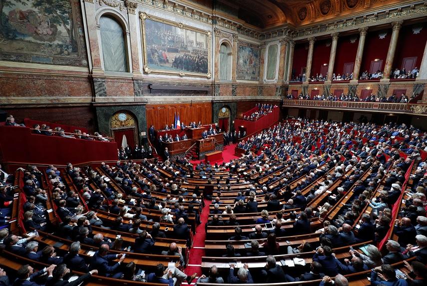 El presidente francés, Emmanuel Macron, pronuncia un discurso en el que se reunieron las dos cámaras del Parlamento (Asamblea Nacional y Senado) (Reuters)