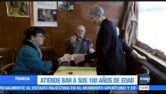 Mujer 100 Años Edad Atiende Taberna Francia
