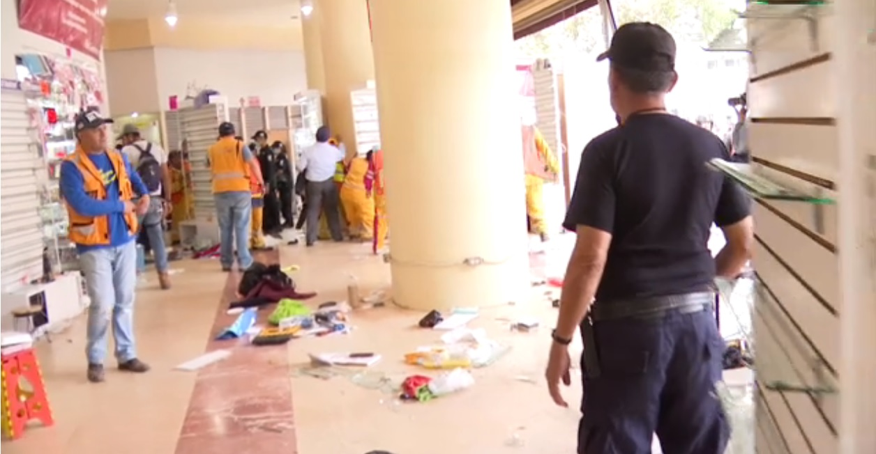 Detienen a 20 comerciantes por venta ilegal de celulares en Eje Central