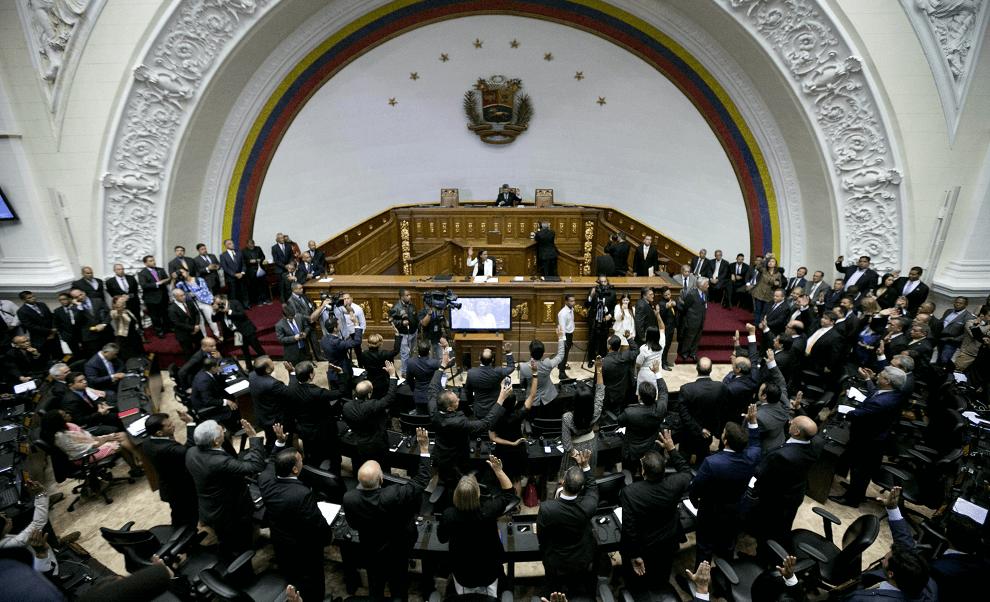 Parlamentarios en Asamblea Nacional Venezolana durante sesion