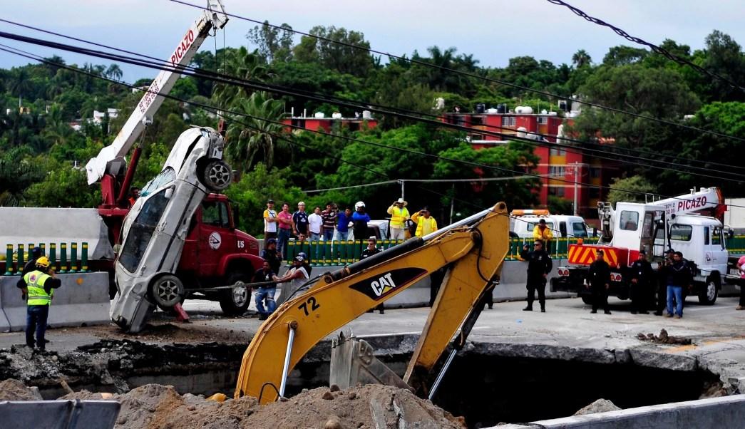 Detalle del hundimiento en el Paso Express de Cuernavaca