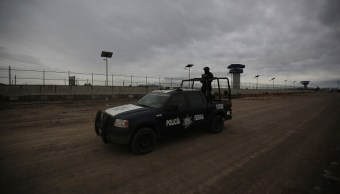 Operativo de seguridad en el exterior del penal del Altiplano