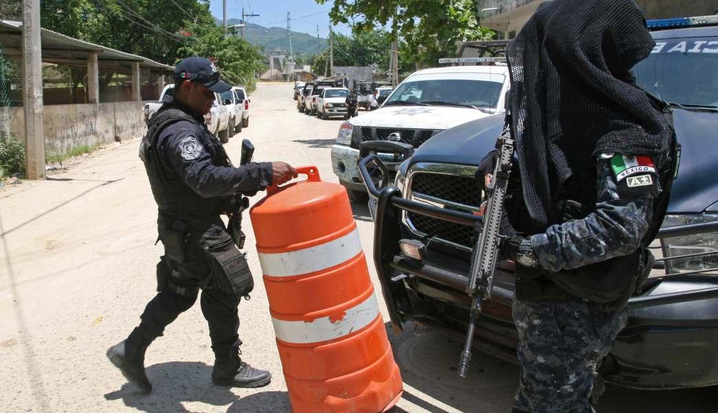 Policías resguardan penal de Acapulco tras muerte de reos