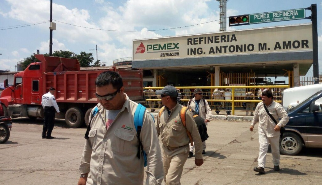 Transportistas bloquean refinería en Salamanca Guanajuato