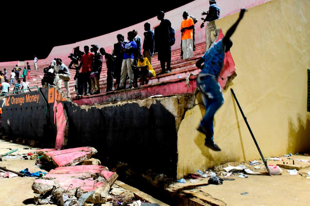 Se cayó una pared tras el partido y murieron 8 personas