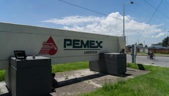 Senial de Pemex afuera de su de logística planta en Puebla