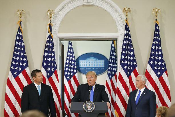Presidente de Estados Unidos, Donald Trump, Kris Kobach, vicepresidente, Mike Pence