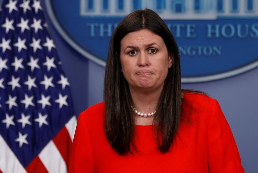 La secretaria de prensa adjunta de la Casa Blanca, Sarah Huckabee Sanders, celebra la rueda de prensa diaria en la Casa Blanca en Washington, EU, (Reuters)
