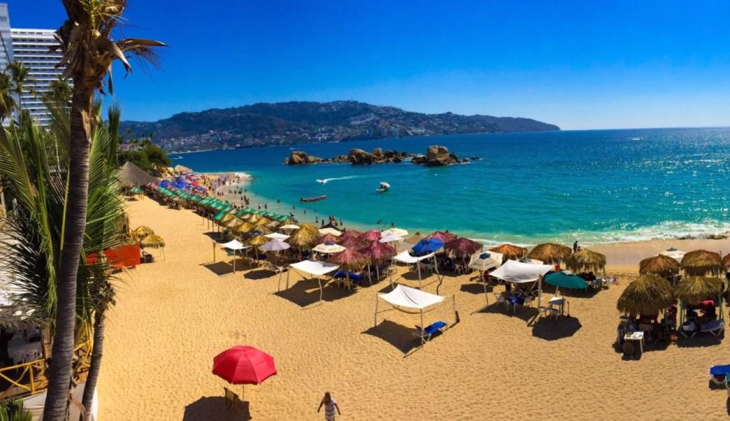 Turistas disfrutan de altas temperaturas en Acapulco. (Twitter Acapulco Archivo)
