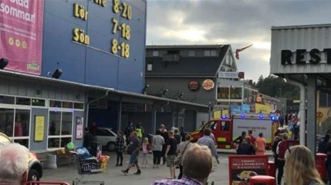 Atropellan, Suecia, transeúntes, heridos, conductor, automóvil,