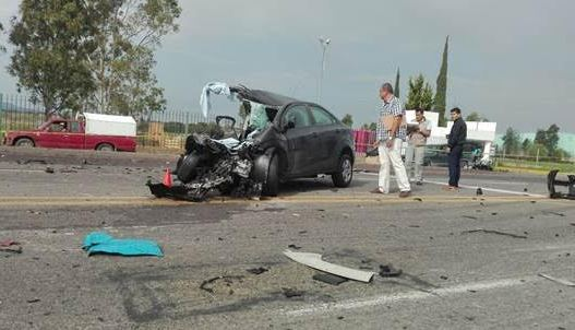 vehiculo choca con trailer en aguascalientes; mueren dos personas