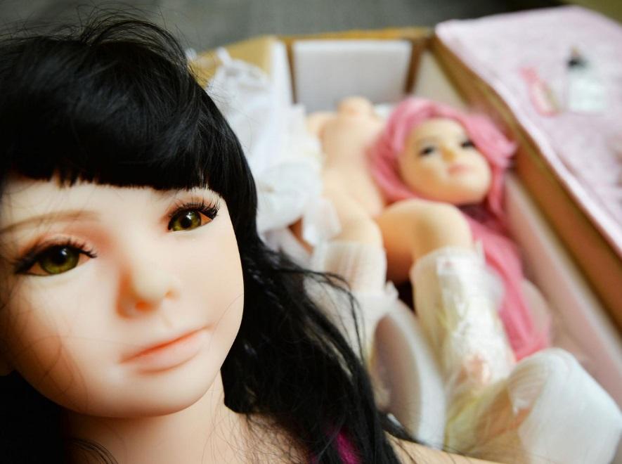 Caen pedofilos por comprar muñecas sexuales infantiles