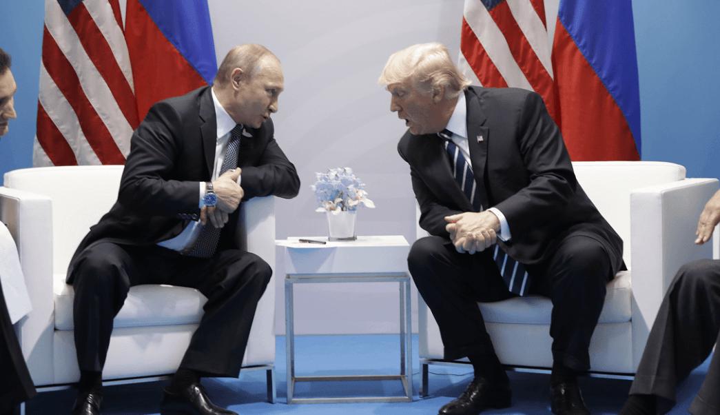 Vladimir Putin y Donald Trump durante un encuentro en Alemania. (AP, archivo)