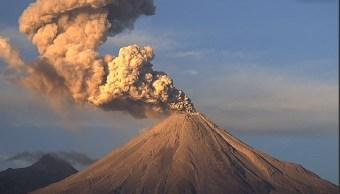 Investigadores sobrevuelan Volcán de Fuego de Colima