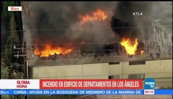 Incendio, afecta, edificio residencial, California