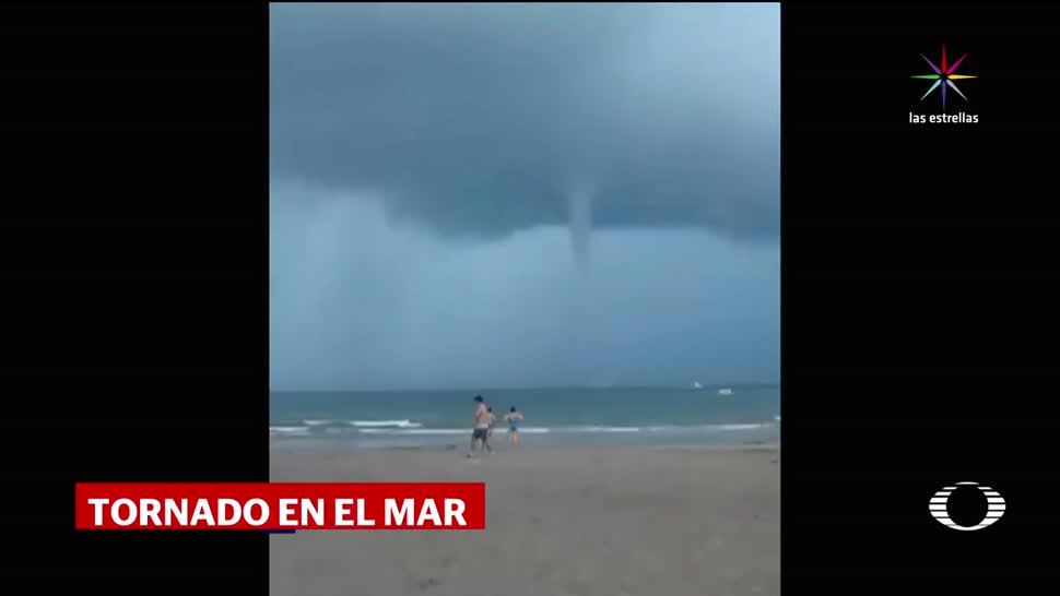 Tornado sorprende turistas en Nuevo Vallarta