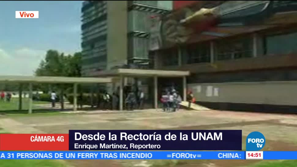 Varias personas se manifiestan en Rectoría de la UNAM