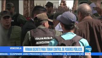 Firman decreto para controlar los poderes públicos en Venezuela