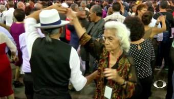 Adultos mayores adelantan festejo baile masivo