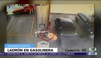 Joven roba una gasolinera en Aguascalientes