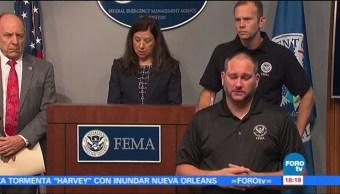 Elementos rescate Houston continuan trabajando tierra aire