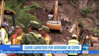 Cierran carretera en Chilpancingo por derrumbe