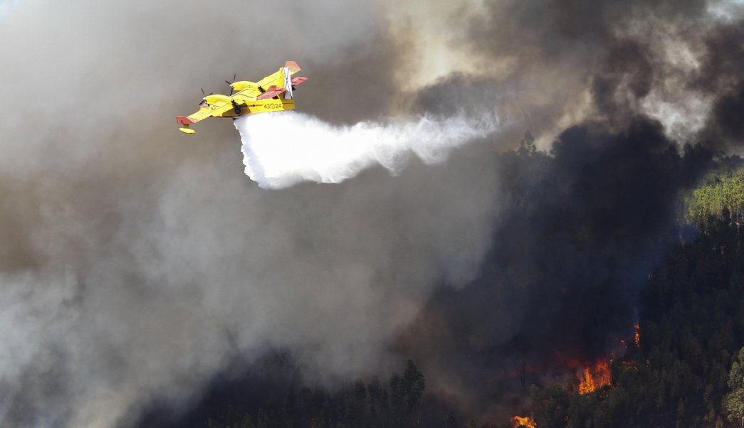 Gran incendio en el centro de Portugal pone de nuevo en alerta al país