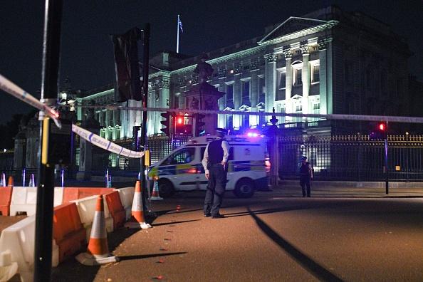 Policía antiterrorista investiga la agresión ante el palacio de Buckingham