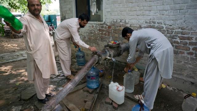 Arsénico en agua potable amenaza la salud de más de 50 millones de paquistaníes