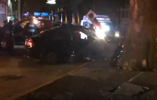 Conductor se impacta con semáforo en Mixcoac; hay un muerto
