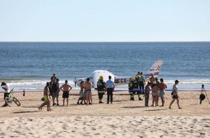 avioneta aterriza emergencia una playa portugal