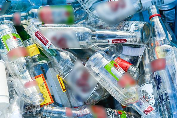 Venta de bebidas alcohólicas a menores sigue prohibida en Edomex, aclara Manzur