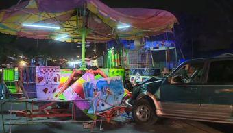 Camioneta choca contra juego mecánico en Monterrey