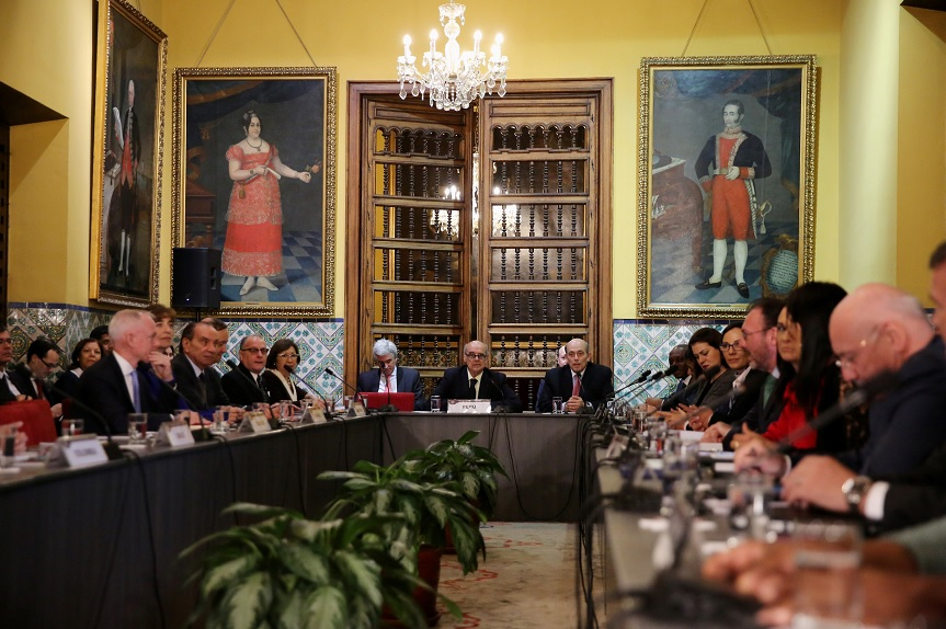 Cancilleres de 17 países buscan solución a crisis en Venezuela