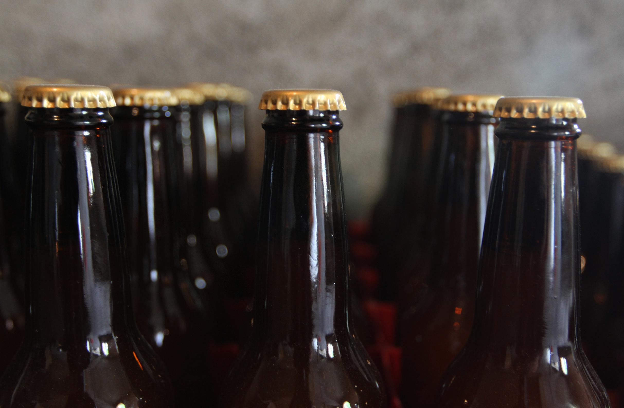 Edomex precisa que aún sigue prohibida la venta de alcohol a menores
