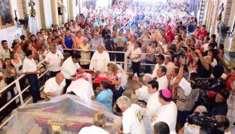 Habitantes de Campeche veneran imagen de Cristo Negro