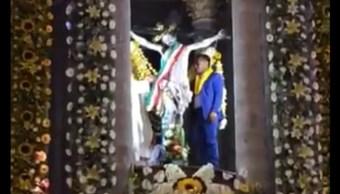 Colocan banda presidencial al Cristo de Jalpan