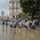 Destrozos en una calle tras el paso del tifón Hato