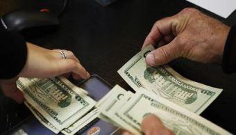 El dólar retrocede en bancos capitalinos