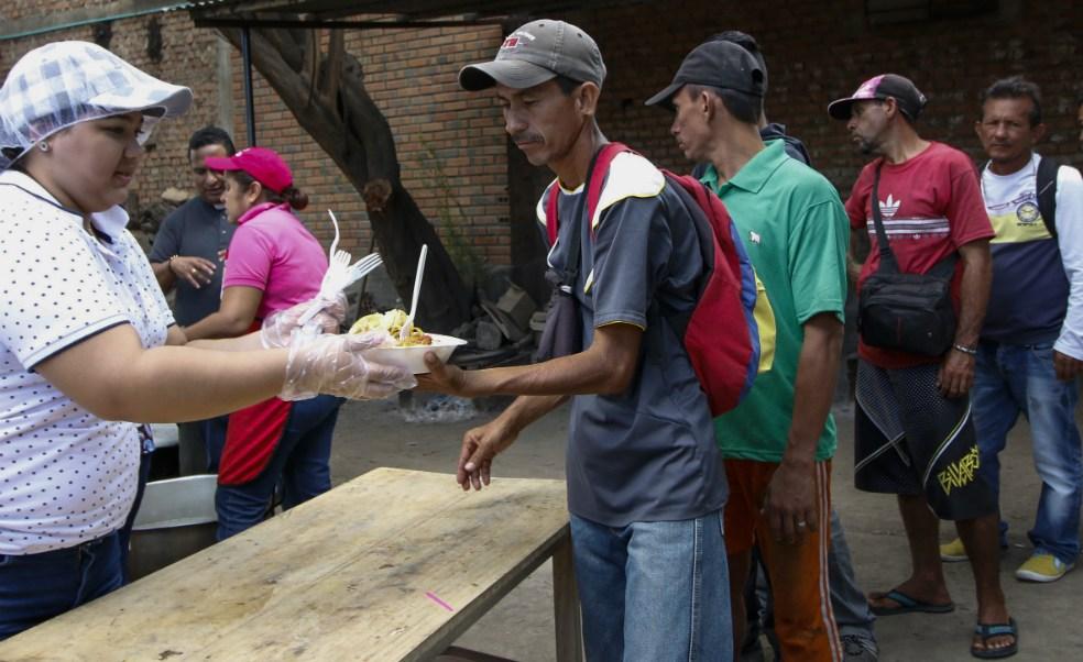 Venezolanos comedor comunitario Colombia escasez alimentos